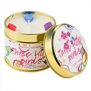 bougie bomb cosmetics three little birds aux huiles essentielles d'orange douce et bergamote
